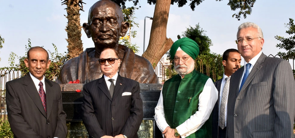 Shri Hardeep Singh Puri, Honourable Minister of State (IC) for Civil Aviation, Housing and Urban Affairs and Minister of State for Commerce and Industry unveiled the bust of Mahatma Gandhi at the El-Horreya Park, Cairo